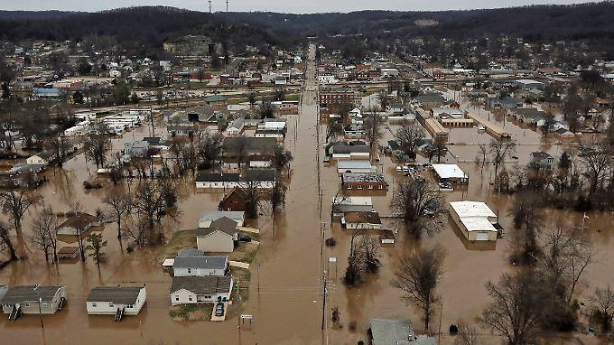 In Missouri soll nun auch die Nationalgarde im Kampf gegen das Hochwasser helfen.
