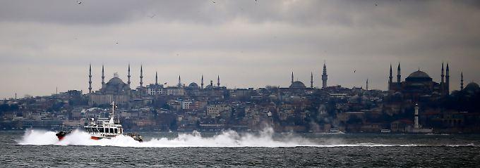 Das Kind wurde im Stadtteil Ortaköy am Ufer des Bosporus gefunden.