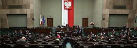 Eine Einschätzung des polnischen Parlaments, der Sejm, geht davon aus, dass Deutschland Polen Reparationen zahlen müsste.