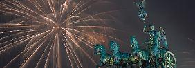 Buntes Programm und Feuerwerk: Hunderttausende feiern Silvester in Berlin