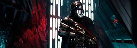 """Eine Szene aus der neuen Episode """"Star Wars: The Force Awakens""""."""