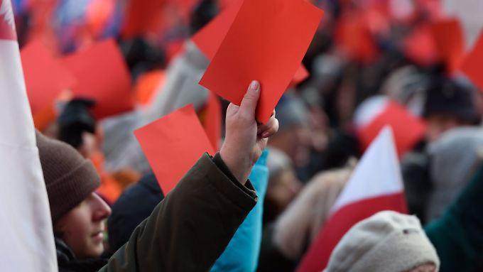 Tausende Menschen demonstrierten in Posen gegen die Politik der polnischen Regierung.