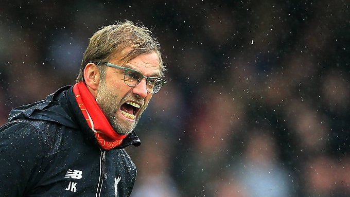 Schrei vor Frust: Jürgen Klopp versuchte gegen West Ham vergeblich, seinen laschen Liverpool-Profis von der Seitenlinie aus Beine zu machen.