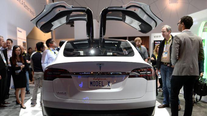 """Futuristisch vom Antrieb bis in die Flügeltüren: Ein Prototyp des """"Model X"""" bei einer Messe in Las Vegas (Archivbild)."""