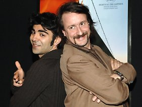 "Regisseur Fatih Akin (l.) und Alexander Hacke bei der Premiere des Films ""Crossing the Bridge - The Sound of Istanbul"" 2005 in Hamburg."