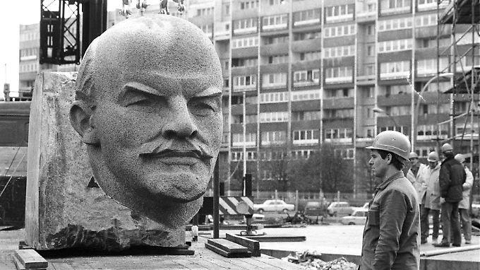 Nach einem Beschluss des Bezirks wurde das Denkmal 1991 abgerissen.