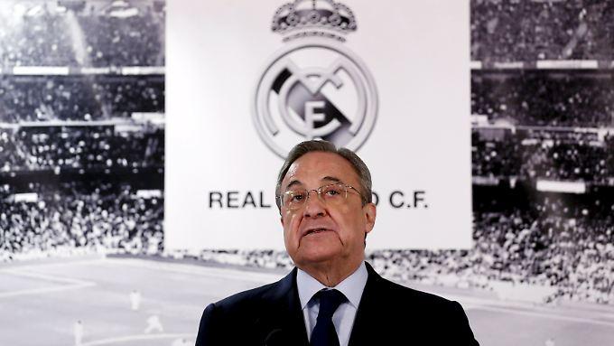 Real-Präsident Florentino Perez kauft gerne teuer ein. In den kommenden beiden Wechselperioden muss er seine Millionen allerdings behalten, wenn die Fifa-Strafe bestand hat.