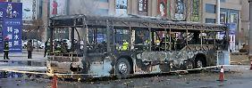 Feuer wohl absichtlich gelegt: Fahrgäste sterben bei Busbrand