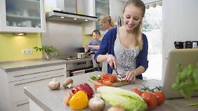Auch die Mehrzahl der Jugendlichen kocht gern.