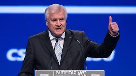 """""""Weniger quatschen, mehr machen"""": Seehofers Obergrenzen-Vorstoß erntet Spott aus der Opposition"""