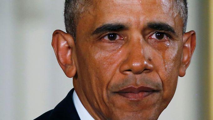 """""""Jedes Jahr wird das Leben von mehr als 30.000 Amerikanern durch Waffen verkürzt"""", sagte Obama in einer emotionalen Rede."""
