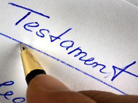 Bei einem handschriftlichen Testament kann es zu Streitigkeiten kommen.