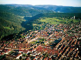Umgeben von Wäldern und Hügelketten: Freudenstadt im Schwarzwald ist Ausgangspunkt für viele Wanderungen.