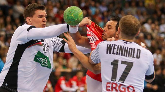 In der Abwehr dürfen die deutschen Handball-Herren gerne noch ein wenig energischer zupacken.