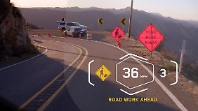 Auch Navigationshinweise oder Verkehrsinformationen könnten im Helm-Head-up-Display eingeblendet werden.