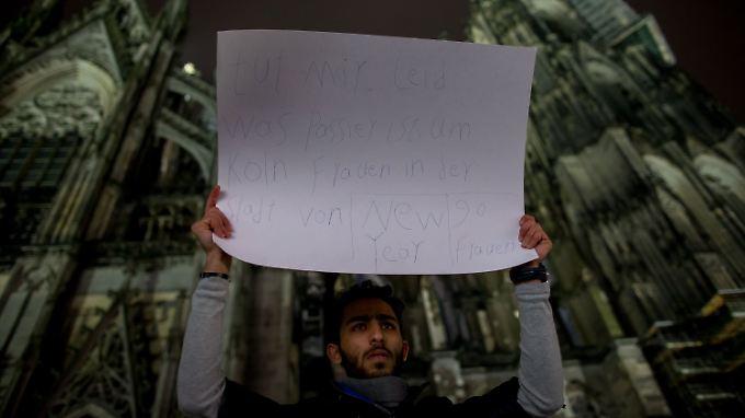 Ein junger Araber hat das Bedürfnis, sich vor dem Kölner Dom zu entschuldigen. Die Exzesse der Silvesternacht erinnern manche schmerzhaft an Zustände in ihren eigenen Ländern.