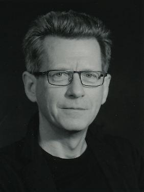 """Prof. Dr. Albrecht Koschorke lehrt Literaturwissenschaft an der Universität Konstanz. Demnächst erscheint sein Buch """"Hitlers 'Mein Kampf': Eine literaturwissenschaftliche Sicht""""."""