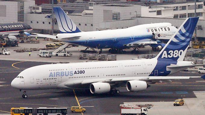 Bei ihren größten Maschinen läuft es sowohl für Boeing als auch für Airbus ähnlich schlecht.