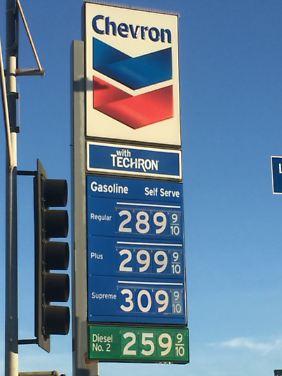 Der Diesel ist in den USA unterdessen billiger als Benzin.