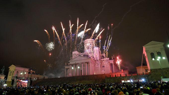 Tausende feierten auch in Helsinki auf dem Senatsplatz ins neue Jahr. Übergriffe gab es auch dort.