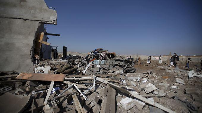 Bei einem Luftangriff in der jeminitischen Hauptstadt Sanaa sollen auch Streubomben eingesetzt worden sein.