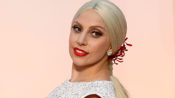 """Das Geld aus dem Verkauf der Magazin-Ausgabe geht an die """"Born This Way Foundation"""" der Sängerin."""