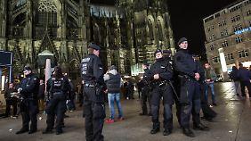 Über 500 Anzeigen nach Silvester-Skandal: Unbekannte attackieren Migranten in Köln