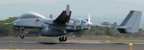 Eine Heron TP beim Start: Die Drohne kann auch Raketen tragen.