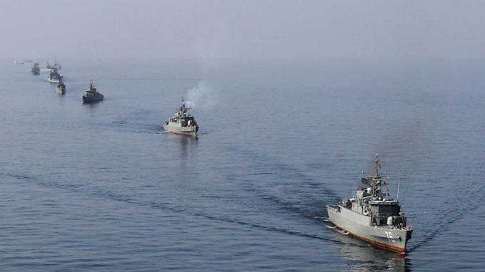 Iranische Kriegsschiffe bei einem Manöver: Immer wieder kommt es im Persischen Golf zu Zwischenfällen.