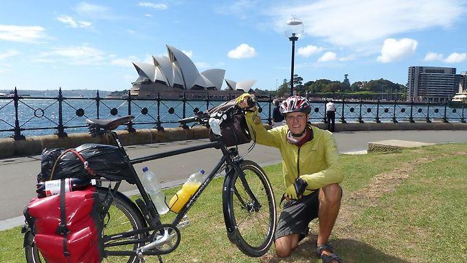 Thiemo Tóth vor dem berühmten Opernhaus von Sydney, Australien.