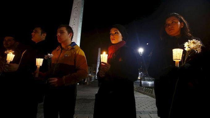 De Maizière gedenkt in Istanbul der Opfer: Attentat offenbar nicht gezielt gegen Deutsche gerichtet