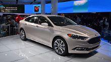 Seit 2012 in den USA auf dem Markt wurde es Zeit, den Ford Fusion zu überarbeiten. Ob der Mondeo hierzulande davon profitiert bleibt abzuwarten.
