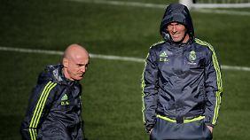 Der neue Real-Coach Zinedine Zidane hat mit David Bettoni einen Zeugwart, der während der Spiele auch Anweisungen gibt.