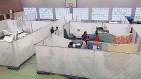 Besuch in einer Notunterkunft: Flüchtlinge fürchten, in Generalverdacht zu geraten