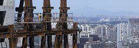 Wie geht es mit China weiter? In Peking und vielen Industriemetropolen der Volksrepubliks sind die Spuren rasanten Wachstums nicht zu übersehen.
