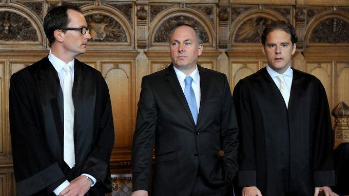 Niels Stolberg (m.) galt lange Zeit als Vorzeigemanager - jetzt wirft die Staatsanwaltschaft ihm Kreditbetrug, Bilanzfälschung und Untreue vor.