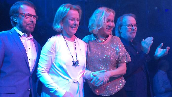 """""""Großartige Nacht"""" kommentieren ABBA das Foto auf ihrer Facebook-Seite."""