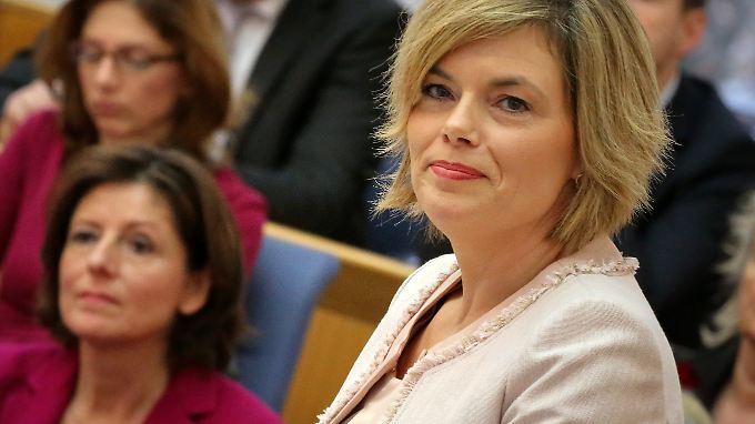 Sind sich uneinig: Julia Klöckner (vorne) und Malu Dreyer (l.) Im Mainzer Landtag.