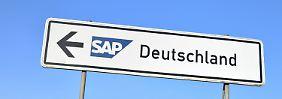 Milliardengewinn mit Software aus Deutschland: Ein Hinweisschild mit dem SAP-Logo am Hauptsitz des Konzern in Walldorf, Baden-Württemberg.