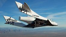 """Das """"SpaceShipTwo"""" mit Namen """"VSS Enterprise"""" hat Platz für zwei Piloten und sechs Passagiere."""