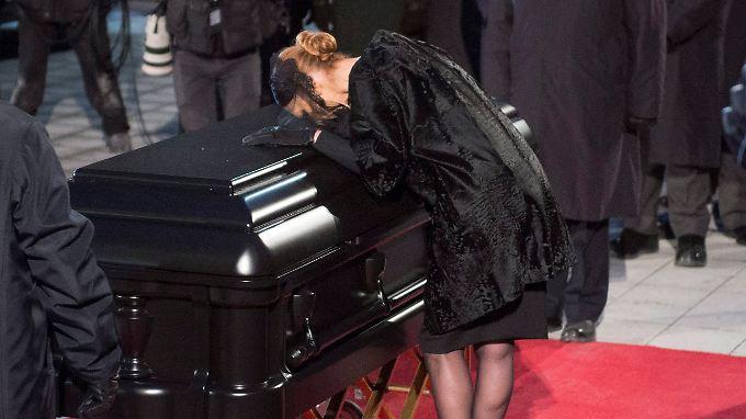 Die Sängerin Céline Dion zeigt ihre Trauer ganz öffentlich.