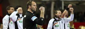 Bundestrainer Dagur Sigurdsson fordert von seinen Spielern volle Konzentration im Spiel gegen Russland.