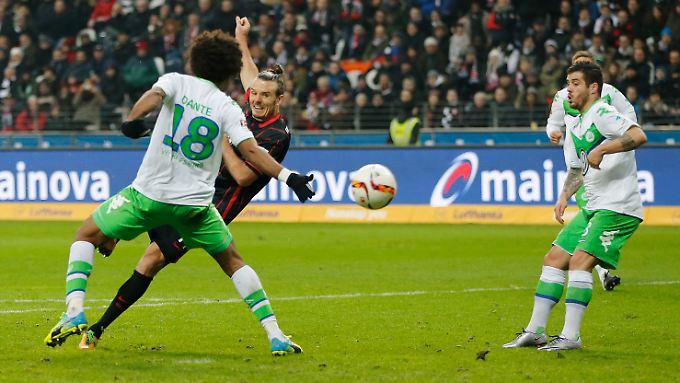 Eins, zwei, drei: Alex Meier besiegte Wolfsburg im Alleingang.
