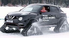 n-tv.de-Autor Axel F. Busse hat sichtlich Spaß am Steuer des Nissan Juke RSnow.