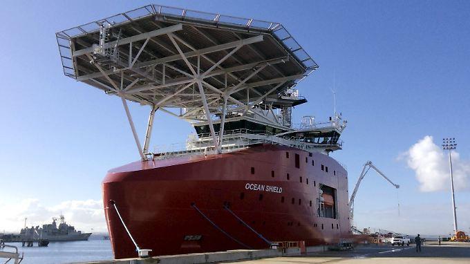 """Das Suchschiff """"Fugro Discovery"""" muss in den australischen Hafen zurück, damit ein neues Kabel montiert werden kann."""