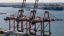 Aomi-Containerterminal in Tokio.