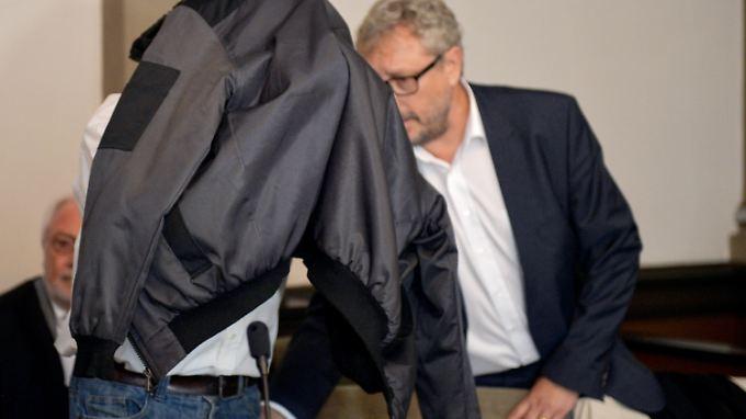 Der Angeklagte und sein Anwalt während des Prozesses im vergangenen September.