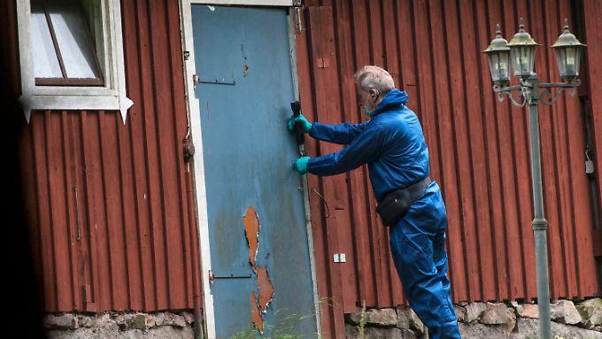 In seinem Garten hat ein Arzt sich jahrelang akribisch darauf vorbereitet, Frauen in einem Bunker gefangen zu halten, um sie sexuell zu missbrauchen.