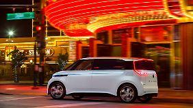 Vieles was der Budd_E jetzt hat, wird es in einem Serienfahrzeug nicht mehr geben. Zum Beispiel einen beleuchteten Kühlergrill.