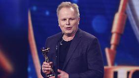 """Bei der Verleihung der """"Goldenen Kamera"""" im Februar 2015 dankte Grönemeyer auch seiner Partnerin."""